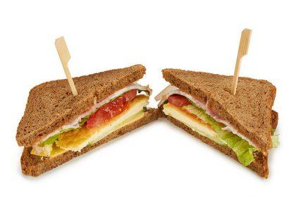 Сэндвич с беконом и омлетом